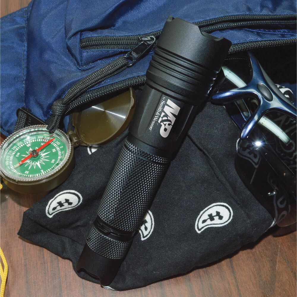 M&P® 15 Rechargeable Flashlight